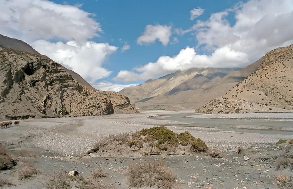Brightly lit landscape. Source: http://upload.wikimedia.org/wikipedia/commons/2/2a/KaliGandaki.jpg